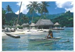 Moorea Jeune Tahitienne En Pirogue En Face Du Club Bali Hai De Moorea - Polynésie Française