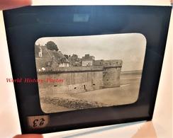 Photo Sur Plaque De Verre Début XXe - LE MONT SAINT MICHEL - Dépendances De L' Hôtel Poulard - RARE - Manche Normandie - Plaques De Verre