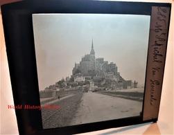 Photo Sur Plaque De Verre Début XXe - LE MONT SAINT MICHEL - Vue Générale - Chemin De Fer - Auto - Manche Normandie - Glass Slides