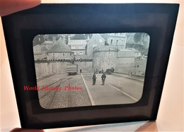 Photo Sur Plaque De Verre Début XXe - LE MONT SAINT MICHEL - Wagon / Chemin De Fer - Normandie Manche Gendarme - Glass Slides
