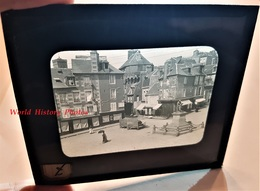 Photo Sur Plaque De Verre Début XXe - VIRE - Place De L' Hôtel De Ville - Magasin Au Bon Marché- Calvados Normandie - Plaques De Verre