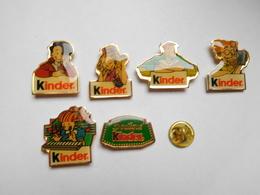Belle Série De 6 Pin's Différents , Bonbons Kinder - Food