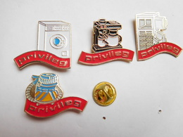 Belle Série De 4 Pin's Différents , Marque Privileg , Aspirateur , Cafetiére , Machine à Laver - Trademarks