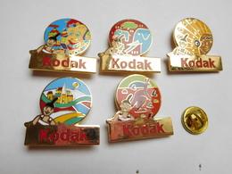 Belle Série De 5 Pin's Différents En EGF , Photo Kodak , éléphant , Indien , Kangourou - Fotografia