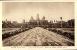 Cp Kambodscha, Angkor Wat, Vue Générale, Prise De La Chaussee Interieure D'acces - China