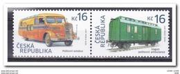 Tchequie 2017 Série De 2 Timbres Se Tenant Wagon Postal De 1933 Et Autobus Postal SKODA 606 De 1930 - Tchéquie