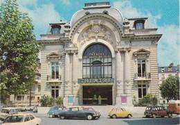 PUTEAUX. Le Théâtre Des Hauts-de-Seine. Voitures:Citroën DS. Renault 4L Parisienne ,Estafette. Fiat 500 - Puteaux