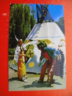 "INDIAN DANCERS.Roger And Gloria Ernesti At The Indian Village,Knott""s Berry Farm.Ghost Town,California - Indiens De L'Amerique Du Nord"
