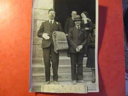 Photo Agence ROL - Mrs SAVORY ET DISLEY QUITTENT L'HOPITAL DE BEAUVAIS - RESCAPES DU R.101 - 1930 - Célébrités