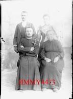 L'abbé Victor Renlliau, Sa Mère Et Eugénie Et Louis En Juin1915 - Grande Plaque De Verre - Taille 128 X 178 Mlls - Glass Slides