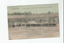 TARBES LES PYRENEES AU QUARTIER LARREY UNE CHARGE DE CAVALERIE PAR LE 10 E HUSSARDS 1905 - Tarbes