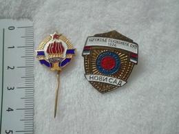 SFRJ YUGOSLAVIA POLICE LOT BADGE PIN SIGN SERBIEN POLIZEI SERBE L'insigne NOVI SAD RETIREE RETRAITÉ PENSIONERS SOCIETY - Police