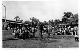 CAMEROUN DOUALA LE MARCHE CENTRAL BELLE ANIMATION CARTE PHOTO DENTELEE - Cameroon