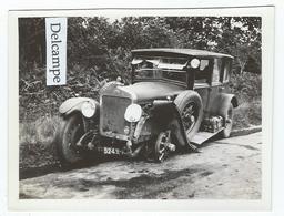 AUTOMOBILE Ancienne Dans Le Fossé (changement De Roue) - Photo Oruginale 11 X 8.5 Cm - Automobiles