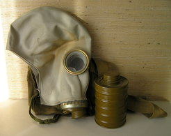 VINTAGE SOVIET RUSSIA GAS MASK WITH ORIGINAL BAG 1970 - Equipement