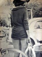 RICCIONE LA MAGLIETTA DELLA BAGNANTE 1960 IMMAGINE DA CARTACEO D'EPOCA PICTURE OF VINTAGE PAPER - Immagine Tagliata