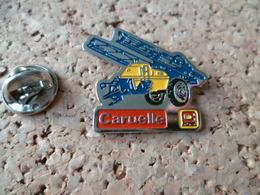 PIN'S   MACHINE  AGRICOLE  CARUELLE - Badges