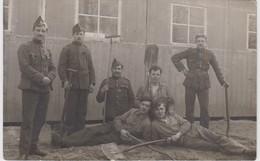 Carte Photo - Groupe De Militaires - Corvées - Army & War