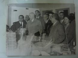 """Lotto 3 Fotografie """"MINISTRO IN VISITA  STABILIMENTO ANTIBIOTICI LEPETIT Torre Annunziata 1 Marzo 1955"""" - Famous People"""