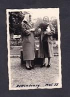 Photo Originale Vintage Snapshot Luxembourg Bettembourg Mai 1958 Femme Singe - Lieux
