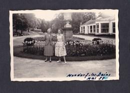 Photo Originale Vintage Snapshot Luxembourg Mondorf Les Bains  Mai 1958 Femme - Lieux