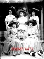 Groupe De Cinq Jolies Jeunes Filles Avec De Beaux Chapeaux, à Identifier - Grande Plaque De Verre -Taille 128 X 178 Mlls - Glass Slides