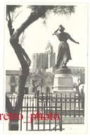 Cpa Carte-photo George , Arles - Statue D' Arlésienne, Saintes Maries De La Mer - Saintes Maries De La Mer