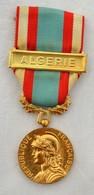 Médaille République Française Algérie Médaille Commémorative Opération Sécurité Et Maintien De L'ordre. - Militair