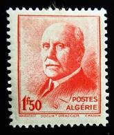 1943 Maroc Yt 196 . Marechal Petain . Neuf Trace Charnière - Algérie (1924-1962)