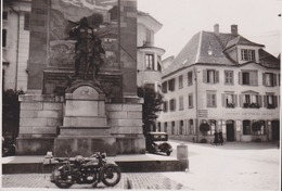 Photo Anonyme Vintage Snapshot Moto Motocyclette - Non Classés