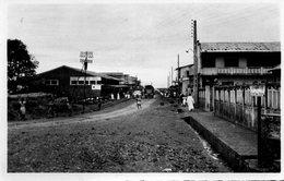 CAMEROUN N'KONGSAMBA AVENUE DE GENERAL KOENIG ANIMEE CARTE PHOTO DENTELEE - Cameroon