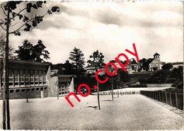 HURIGNY (71) Le Bourg - Le Groupe Scolaire - Très Très Rare - Carte Postée Le 5 Août 1960 - Other Municipalities