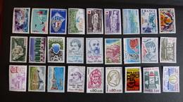 FRANCE - Année 1976 - 45 Timbres ** Neufs Sans Charnière Différents - Stamps