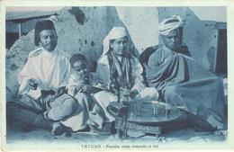 POSTAL  TETUAN  -MARRUECOS  -FAMILIA MORA TOMANDO EL THÉ - Marruecos