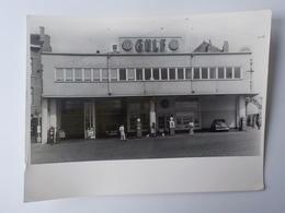 1950 Photo Originale Bruxelles Brussels Pompiste Station Gulf Diesel Gasoil Voitures Anciennes Studio Rouyr - Métiers