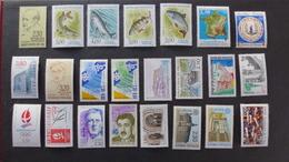 FRANCE - Année 1990 - 56 Timbres ** Neufs Sans Charnière Différents - Stamps