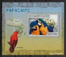 MOZAMBIQUE  BF  De Luxe  N° 2472  * *   Oiseaux Perroquets - Papegaaien, Parkieten