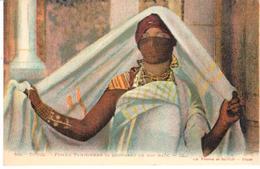 POSTAL   TUNIS (TUNEZ)  AFRICA  -FEMME TUNISIENNESE COUVRANT DE SON HAIK - Túnez