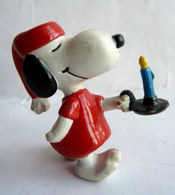 FIGURINE SCHLEICH SNOOPY EN CHEMISE DE NUIT AVEC UN BOUGEOIR - Snoopy