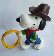 FIGURINE SCHLEICH SNOOPY COW BOY AVEC UN LASSO PEANUTS - Snoopy