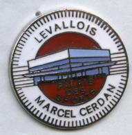 Pin's Boxe Levallois Palais Des Sports Marcel Cerdan - Boxe