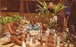CPSM, Sculpteur Et Tresseuse Tahitiens, Native Scuptor And Weaver, Photo Par A. Giau, 1964 - Tahiti