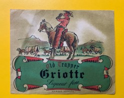 9734 - Old Trapper Liqueur De Griotte Pli Côté Gauche - Etiquettes
