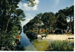 40 BISCAROSSE N°44 Le Canal De Navarosse Et Le Camping Caravanes Tentes Bateaux Pinède - Biscarrosse
