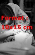 Reproduction D'une Photographie Ancienne D'un Dentiste Travaillant Sur La Dent D'une Fillette En 1953 - Reproductions