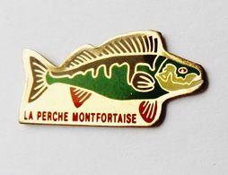 Pin's Poisson La Pêche Montfortaise Montfort Sur Meu Ille Et Vilaine - ANIMAUX - Animaux