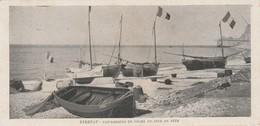 76 - ETRETAT - Les Barques De Pêche Un Jour De Fête - Etretat