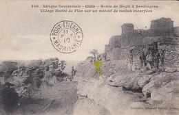 SOUDAN-RARE--route De Mopti à Bandiagara-village Habbé De Fiko Sur Le Massif De Roche--afrique Occidentale--voir 2 Scans - Soudan
