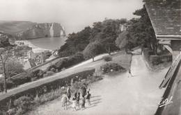 76 - ETRETAT - La Porte D' Aval, Vue De La Maison Familiale - Etretat