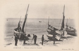 76 - ETRETAT - Pêcheurs Séchant Les Tramails - Etretat